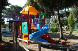 zonvakantietoscane-camping-speeltuin-800x600